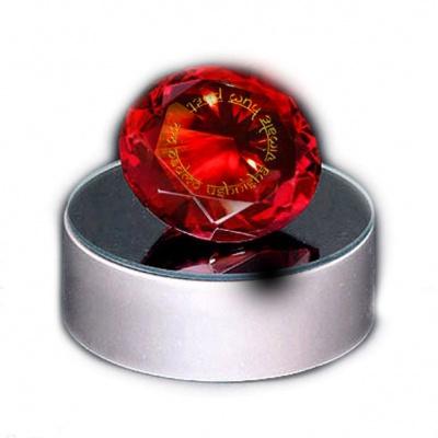 Красный кристалл с мантрой, исполняющей желания