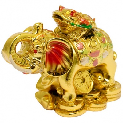 Золотая жаба на слоне с монетами