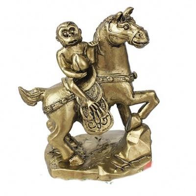 Лошадь, несущая обезьяну