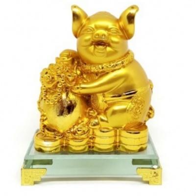 Золотая свинья с вазой богатства
