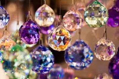 Разноцветные кристаллы в фэншуй